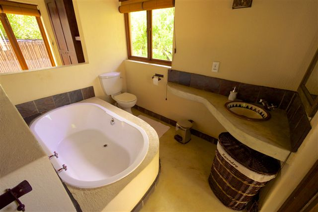 raptors view lodge - bathroom - salle de bain - accommodation hoedspruit